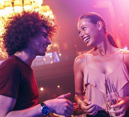 ballare con una ragazza in disco