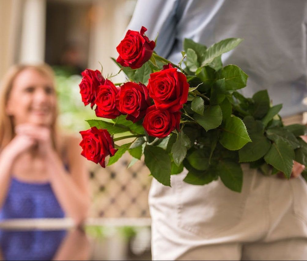 come regalare fiori a una donna