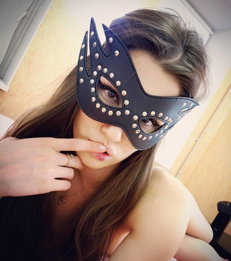 fare la webcam girl in maschera con volto coperto